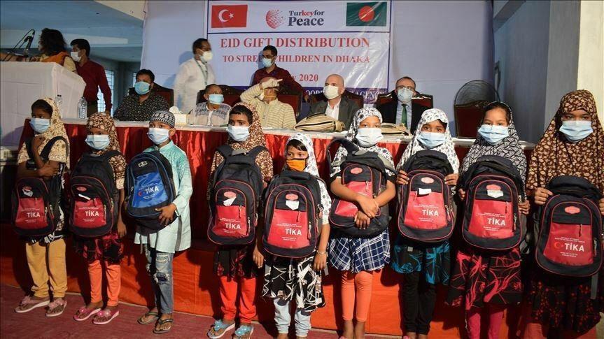 ترکیه به کودکان خیابانی در بنگلادش لباس عیدی هدیه داد
