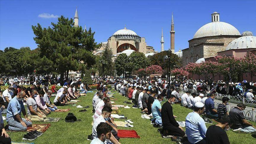 حضور گسترده نمازگزاران در مسجد ایاصوفیه استانبول