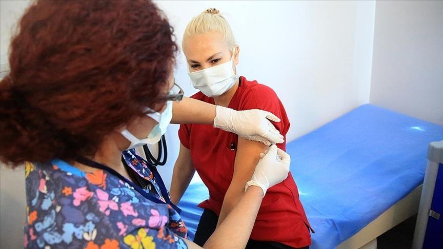 تزریق اولین دوز واکسن کرونا به بیش از صدهزار نفر از کادر درمان ترکیه